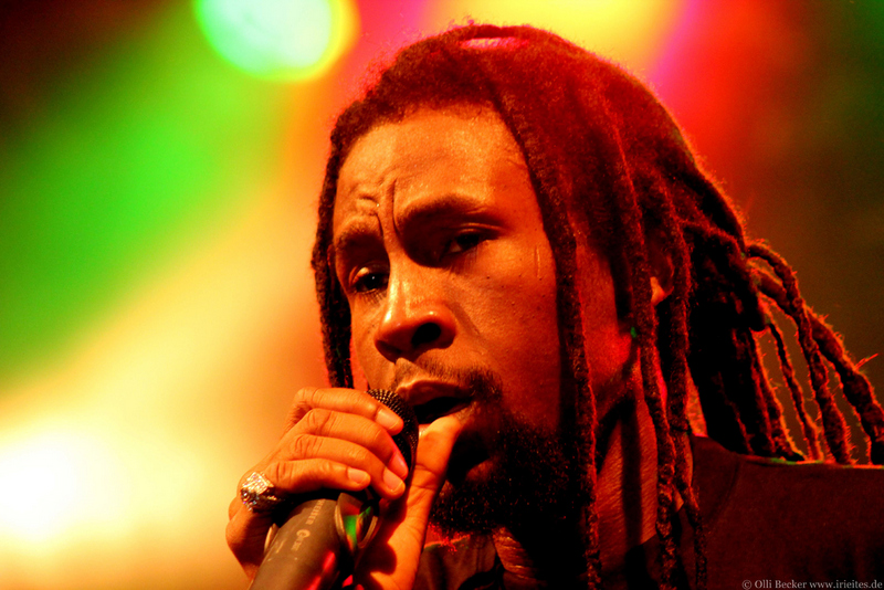 1-Jah Cure_Perf_1