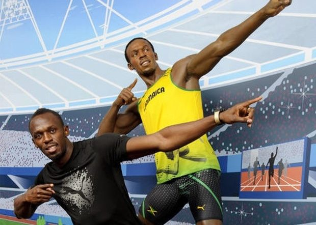 Usain Bolt's Statue To The World !